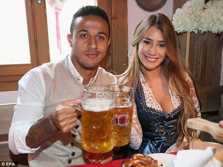 Bolt do suc voi sao Bayern o le hoi bia lon nhat the gioi - Anh 8