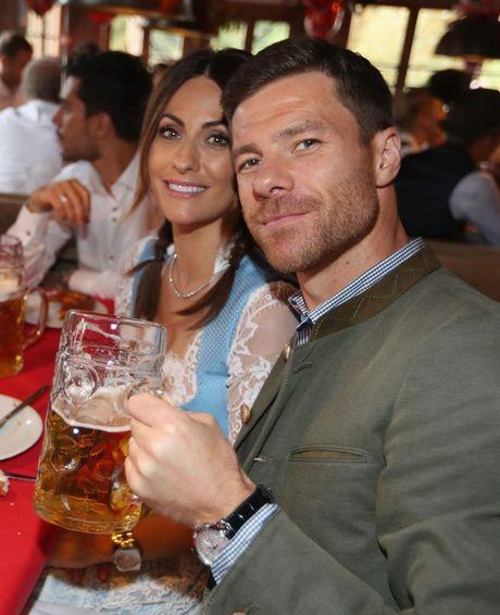 Bolt do suc voi sao Bayern o le hoi bia lon nhat the gioi - Anh 9