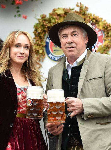 Bolt do suc voi sao Bayern o le hoi bia lon nhat the gioi - Anh 3