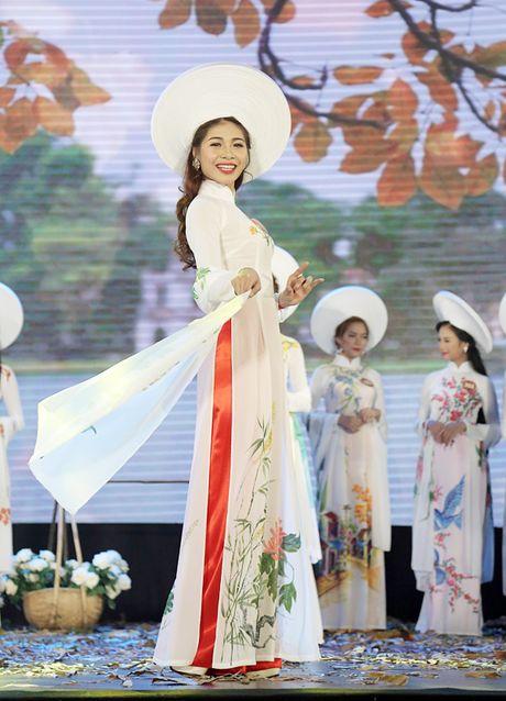 Nu sinh DH VHNT Quan doi dang quang Hoa khoi Sinh vien HN - Anh 1