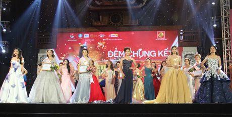 Nu sinh DH VHNT Quan doi dang quang Hoa khoi Sinh vien HN - Anh 2