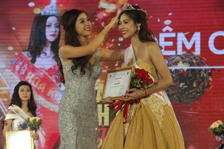 Nu sinh DH VHNT Quan doi dang quang Hoa khoi Sinh vien HN - Anh 3
