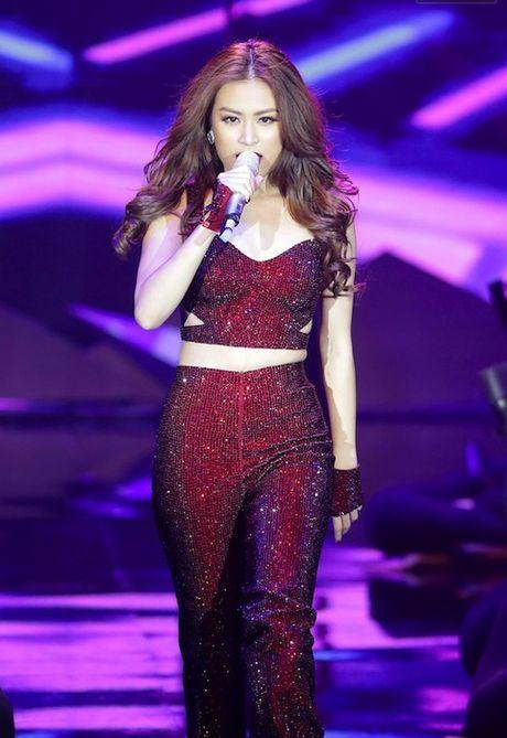Vietnam's Next Top Model: Vi sao co gai cao 1m54 khong the la quan quan? - Anh 9