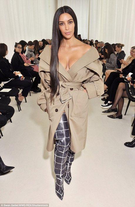 Kim Kardashian tu tin de mat moc di su kien - Anh 1