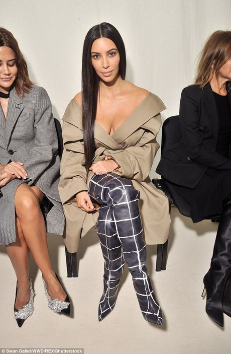 Kim Kardashian tu tin de mat moc di su kien - Anh 2