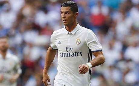 Ronaldo dat thoi han treo giay - Anh 1