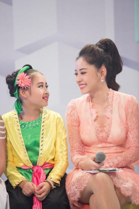 Kho hieu gu thoi trang cua Chi Pu o chuong trinh The Voice Kids - Anh 13