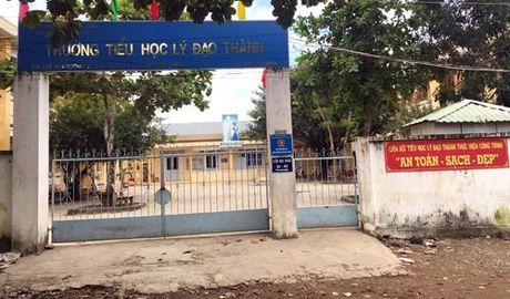 HS lop 6 bi tra ve lop 1: Con nhieu em tuong tu, dang duoc che day ky cang - Anh 1