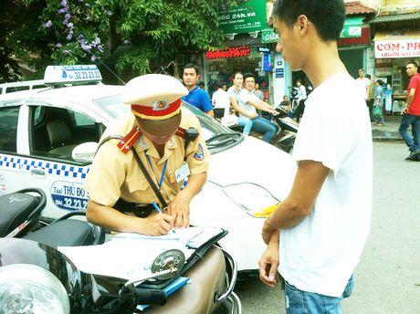 Gan 8.000 xe duoi 9 cho ngoi lach luat cho khach tai Ha Noi - Anh 2