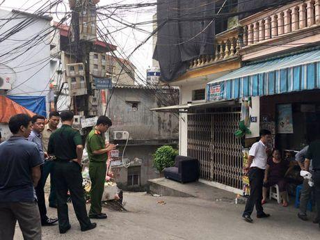 Phat hien vat the nghi la min tren pho Nguyen Khoai, Ha Noi - Anh 3