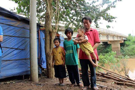 Dam bao viec hoc tap cho tre em Viet kieu tu Campuchia ve Viet Nam - Anh 1