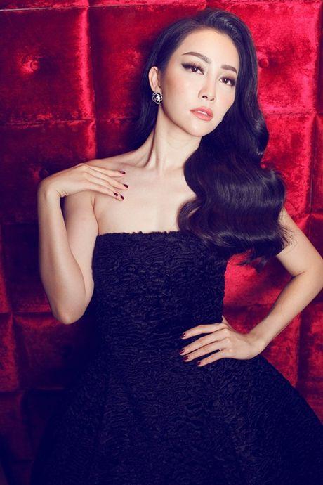 Linh Nga khoe dang trong trang phuc don sac - Anh 3
