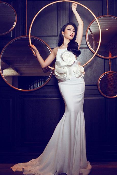 Linh Nga khoe dang trong trang phuc don sac - Anh 5