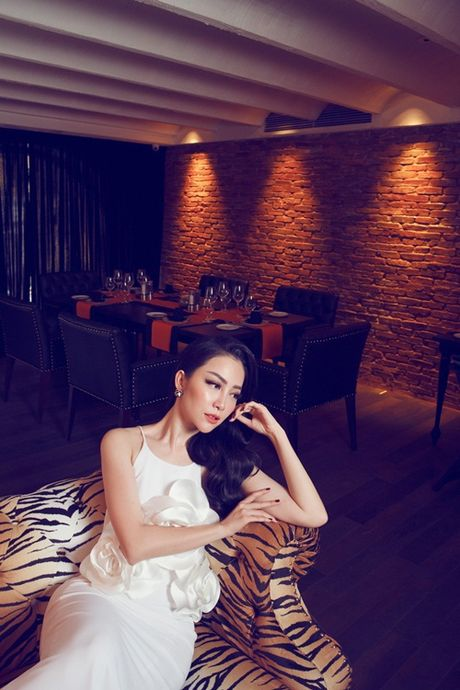 Linh Nga khoe dang trong trang phuc don sac - Anh 6