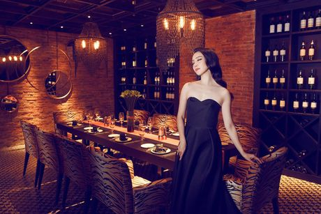 Linh Nga khoe dang trong trang phuc don sac - Anh 9
