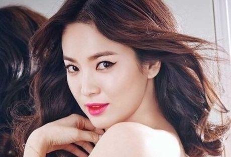 Song Hye Kyo duoc binh chon la 'Nu than chau A' - Anh 1