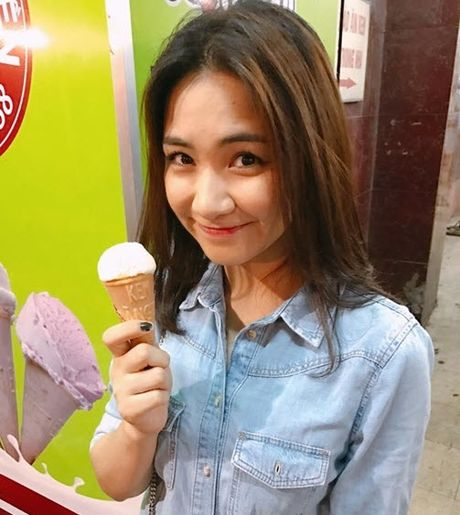 Chia tay Cong Phuong, Hoa Minzy thoai mai hon fan nu - Anh 5