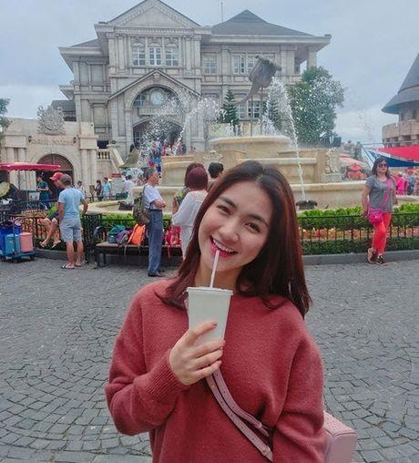 Chia tay Cong Phuong, Hoa Minzy thoai mai hon fan nu - Anh 7