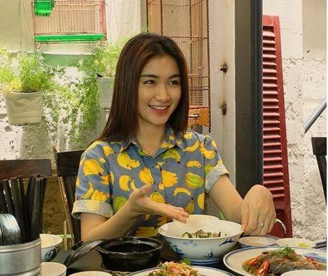 Chia tay Cong Phuong, Hoa Minzy thoai mai hon fan nu - Anh 8