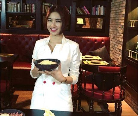Chia tay Cong Phuong, Hoa Minzy thoai mai hon fan nu - Anh 9