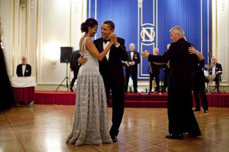 "24 nam ngay cuoi, Obama ""khoe"" vo tren mang xa hoi - Anh 2"