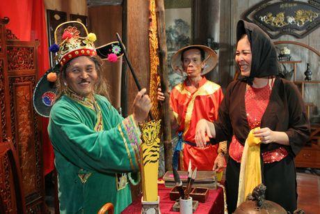 Sat ngay cong dien, khan gia rao riet san ve liveshow Xuan Hinh - Anh 2