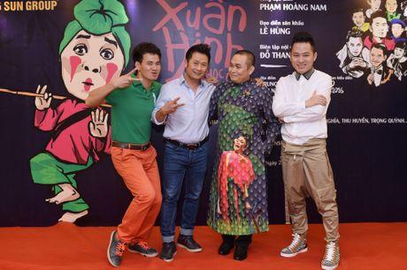 Sat ngay cong dien, khan gia rao riet san ve liveshow Xuan Hinh - Anh 4