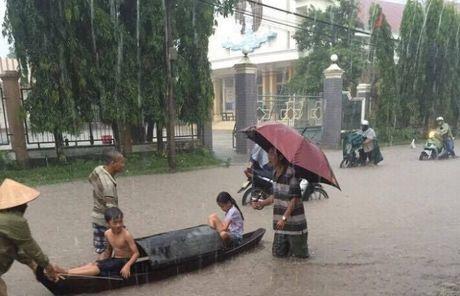 Cheo thuyen tren tinh lo tai Binh Duong: Tim phuong an 'thoat ngap' cho nguoi dan - Anh 5