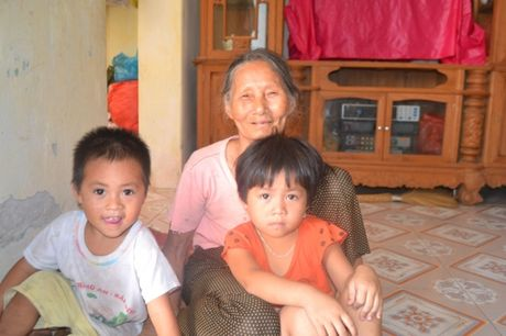 Chuyen la o Hung Yen: Hai chi em ruot chiu lay chung chong - Anh 2