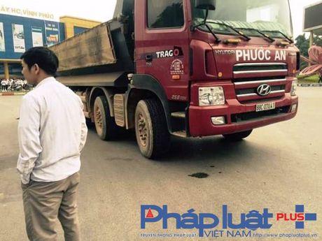 Vinh Phuc: Xe tai cho dat gay tai nan, mot nguoi tu vong - Anh 2