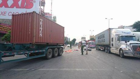 Hai Phong: Va cham xe container, 2 nguoi thiet mang - Anh 1