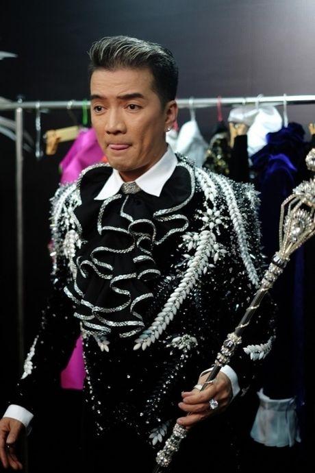 Dam Vinh Hung: O Vbiz, chi co toi chiu choi, lam duoc show nhu the - Anh 1