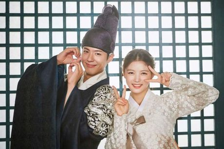 Park Bo Gum - Song Joong Ki: Doi ban than 'sang nhat nam' tren man anh chau A - Anh 14