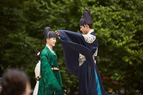 Park Bo Gum - Song Joong Ki: Doi ban than 'sang nhat nam' tren man anh chau A - Anh 15