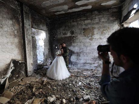 Syria: Dam cuoi hung danh bom tu sat - Anh 1