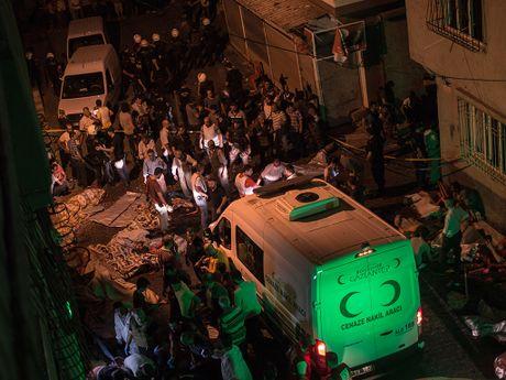 Syria: Dam cuoi hung danh bom tu sat - Anh 2