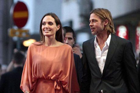 Bao mau cua Angelina Jolie khuyen khong nen tach Brad Pitt khoi cac con - Anh 1