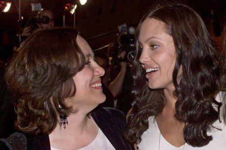 Bao mau cua Angelina Jolie khuyen khong nen tach Brad Pitt khoi cac con - Anh 2