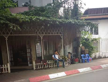 Ho Tay khong con ca chet nhung mui thoi van nong nac - Anh 8