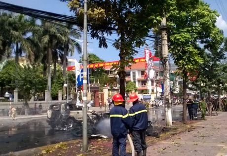 Da xac dinh nguyen nhan vu taxi no nhu bom tai Quang Ninh - Anh 1