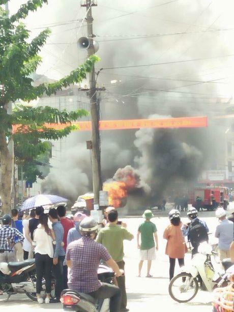 Quang Ninh: Nan nhan vu no taxi de lai thu tuyet menh - Anh 2