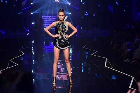 Nhung khoanh khac 'dat gia' trong dem chung ket Vietnam's Next Top Model 2016 - Anh 10