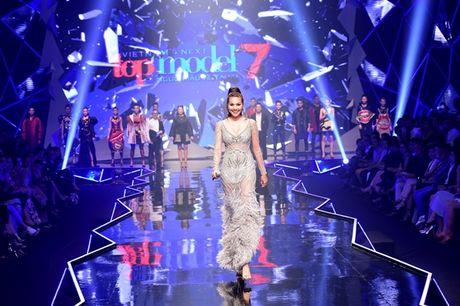 Nhung khoanh khac 'dat gia' trong dem chung ket Vietnam's Next Top Model 2016 - Anh 15