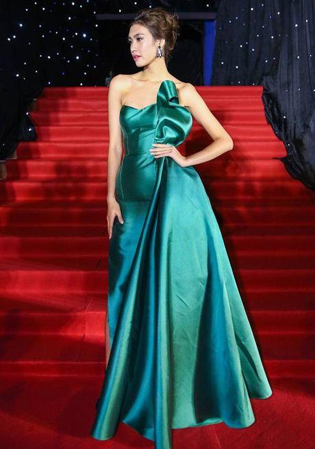 Nhung khoanh khac 'dat gia' trong dem chung ket Vietnam's Next Top Model 2016 - Anh 1