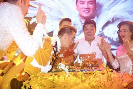 Den sinh nhat Dam Vinh Hung cung mang nang ap luc ky luc - Anh 9