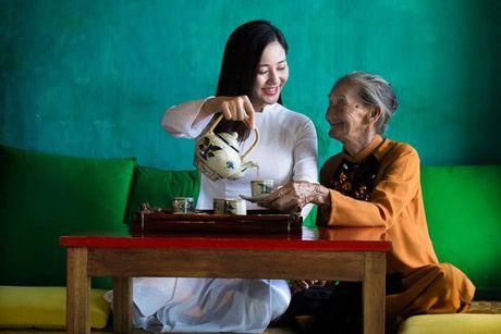 Van Mai Huong chup anh cung 'Cu ba dep nhat the gioi' o Hoi An - Anh 6