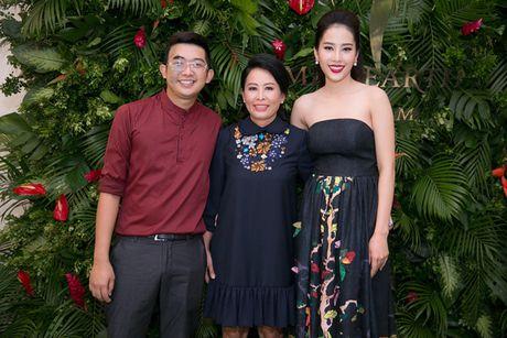 Nam Em 'khoe' trang phuc tham du Hoa hau Trai dat 2016 - Anh 10