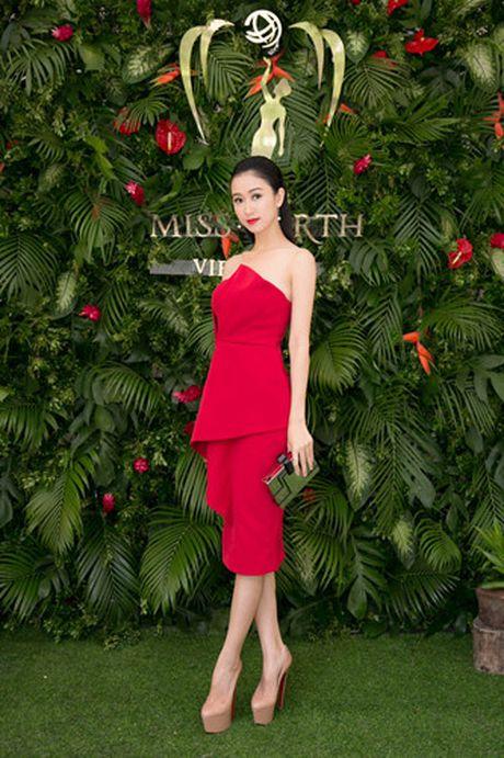Nam Em 'khoe' trang phuc tham du Hoa hau Trai dat 2016 - Anh 15
