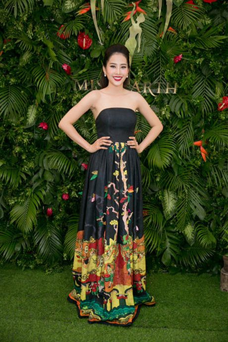 Nam Em 'khoe' trang phuc tham du Hoa hau Trai dat 2016 - Anh 1