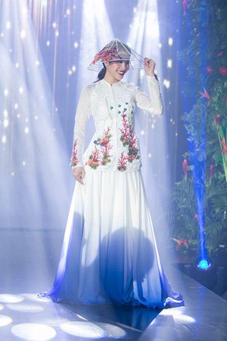 Nam Em 'khoe' trang phuc tham du Hoa hau Trai dat 2016 - Anh 2